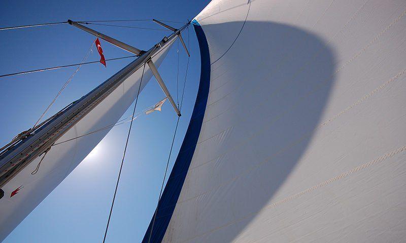 Consigli per sfruttare al meglio il vento in barca a vela