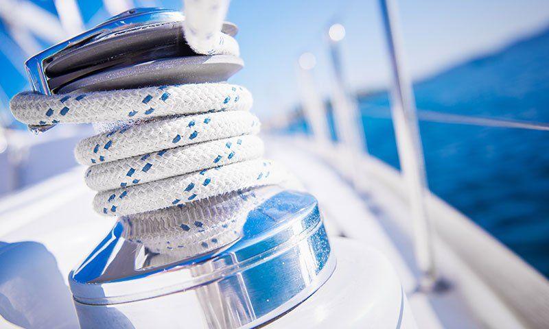 Manutenzione di primavera per la barca a vela