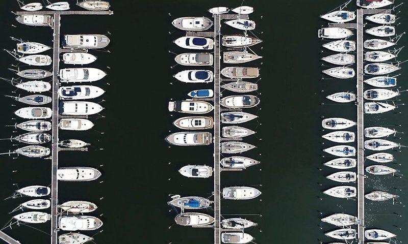 Tra le operazioni da svolgere a fine estate per la manutenzione della barca c'è anche la scelta del migliore ormeggio